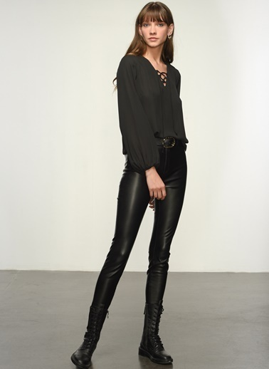 NGSTYLE Ngkss21Bl0007 Yaka Bağcık Detaylı Bluz Siyah